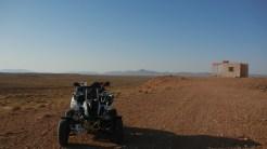 11 Leute leben allein in Wüste