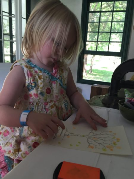 In the bookbinding shop, little kids can use fingers and ink pads to draw leaves on trees.