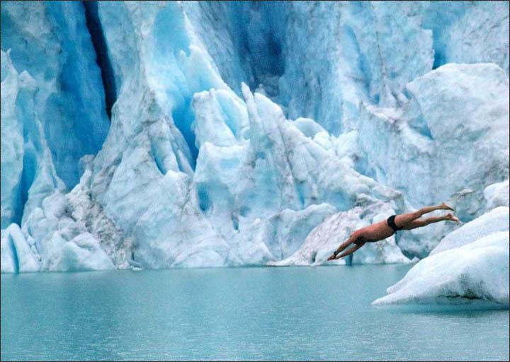 Jumps into icy Siberian lake