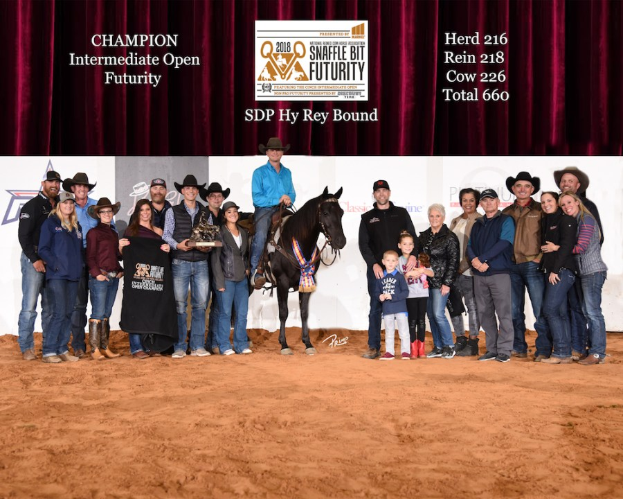 Clay Volmer and Hy Rey Bound's winner picture at the 2018 Snaffle Bit Futurity