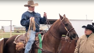Ryan Thibodeaux demonstrating how to hold roping reins