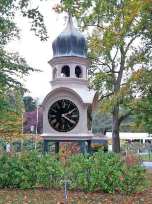 5_Alte-Uhr-vor-den-Hainbachtal-Werkstaetten