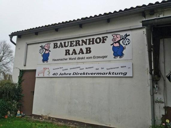 Eingang-vom-Bauernhof-Waldhof-Stephan-Raab