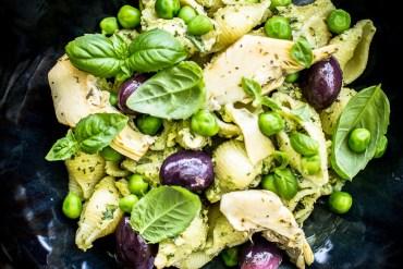 Pâtes aux artichauts, petits pois et olives