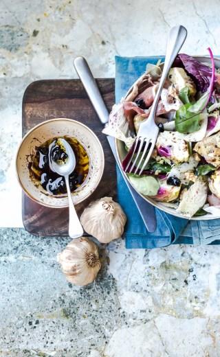 Salade de trévises vinaigrette à l'ail noir
