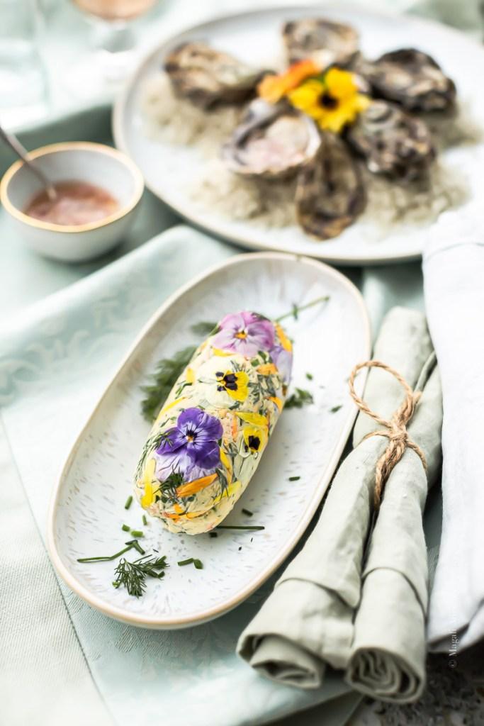 Beurre aux fines herbes et fleurs comestibles - Magali ANCENAY