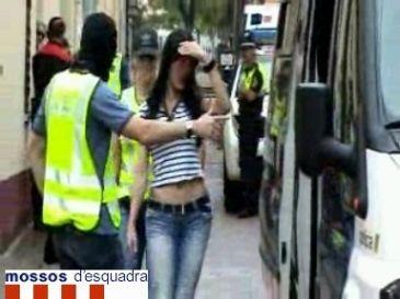 Cierran un prostíbulo insalubre en Viladecans que drogaba a las prostitutas para que rindieran más
