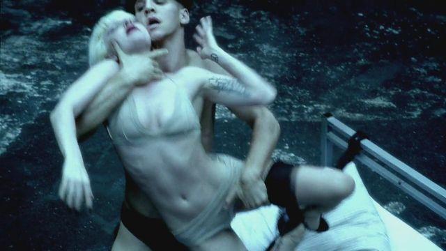 Lady GaGa le pone mucha pasión a 'Alejandro'