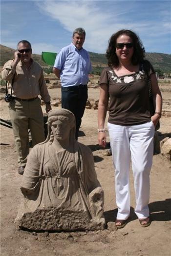 Halladas una estatua femenina y una cabeza de bóvido en el yacimiento arqueológico de Regina (Badajoz)