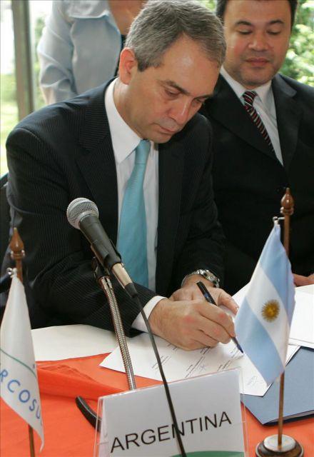 """El ministro anfitrión del encuentro, Julio Alak, consideró este delito una """"nueva forma de esclavitud de este siglo"""" y """"un tema preocupante en Argentina por la explotación, fundamentalmente laboral, en grandes establecimientos a"""
