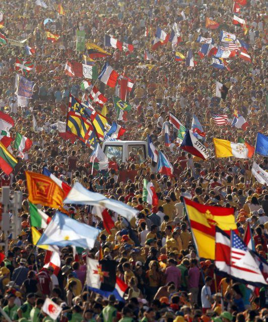 JMJ 2011: El Papa llega a Cuatro Vientos para la Misa de Clausura entre la multitud