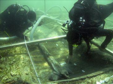 Hallan bajo el mar un poblado neolítico y el barco más antiguo del Adriático