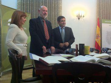 Eslava Galán cede más de 8.000 documentos de su archivo personal al Instituto de Estudios Giennenses