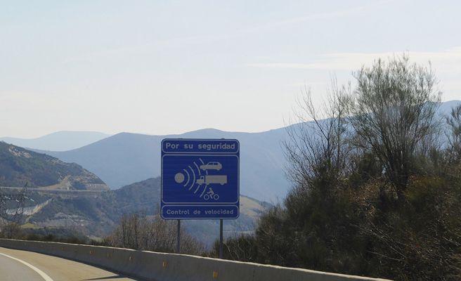 Las multas de la DGT sirven para pagar los sueldos de los funcionarios, según Automovilistas Europeos Asociados