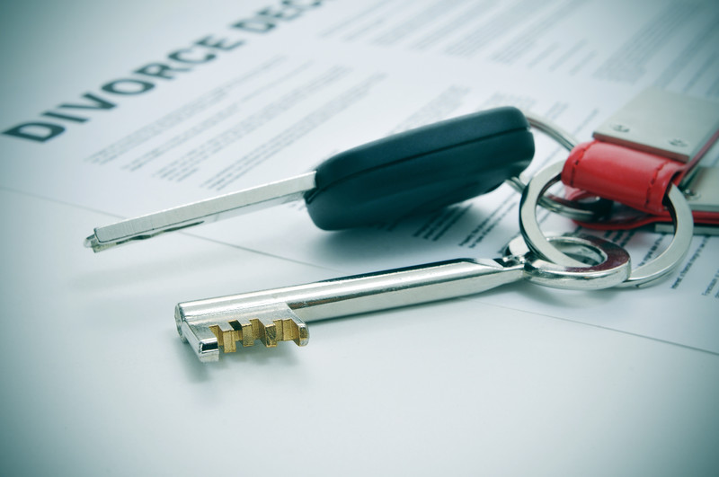 Piece of Paper with Divorve Declaration at the top, keys laid out on top of paper symbolizing split assets