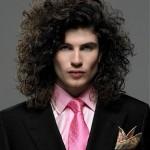 pelo largo y despeinado