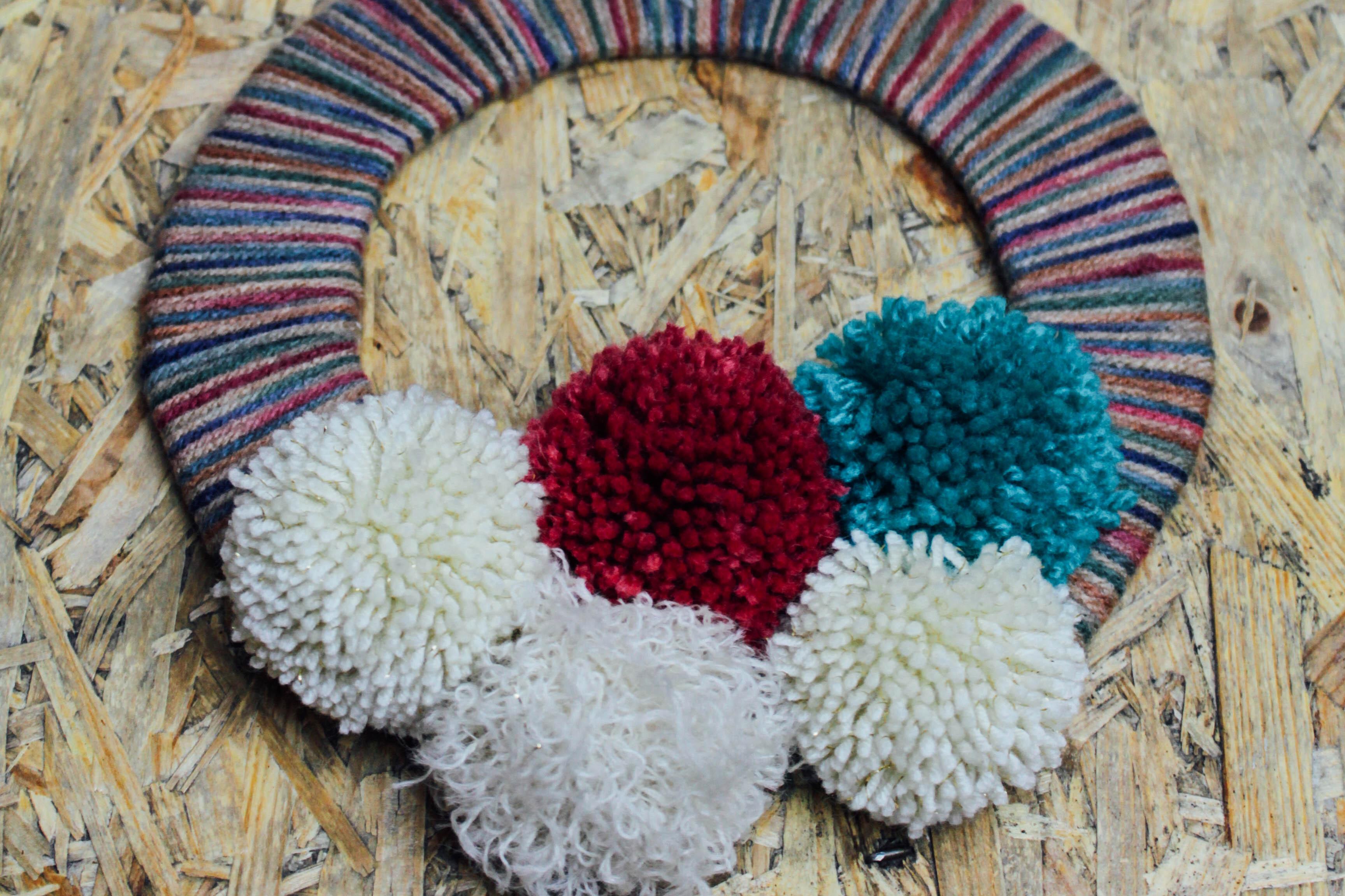 DIY Pom Pom Wreath. Click through for the tutorial! | Queen Lila