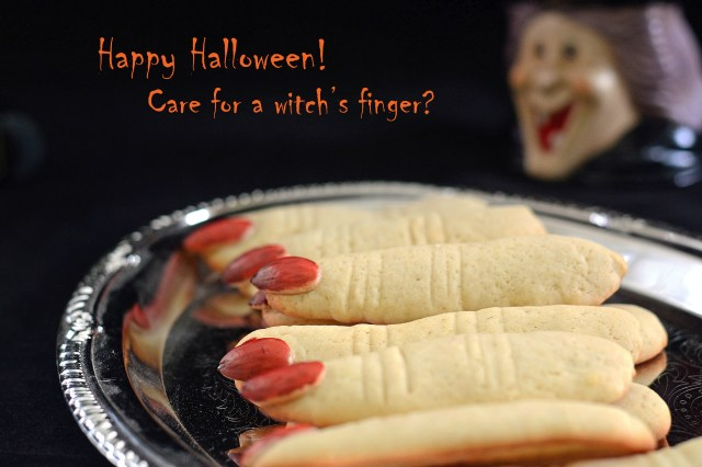 Shortbread cookies that looks like witches' fingers. So creepy and perfect for Halloween! | QueenofMyKitchen.com