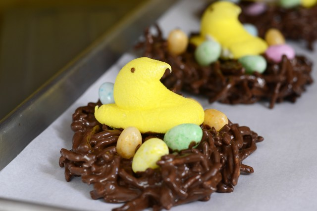 If you have no time for decorating Easter eggs make Easter Peeps in a Nest instead. Super quick and easy and much less messy than egg decorating. | QueenofMyKitchen.com
