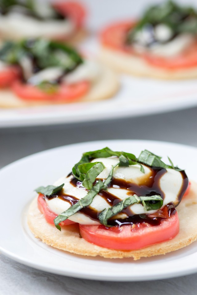 Gluten-Free Caprese Tarts - Classic caprese salad ingredients on super flaky almond flour pastry and drizzled with sweet, tart balsamic glaze. | QueenofMyKitchen.com