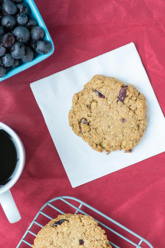 Crispy Brown Rice Breakfast Cookies – A delicious gluten-free, grab-and-go breakfast treat made with healthy, wholesome ingredients. Great as a snack or dessert too.   QueenofMyKitchen.com