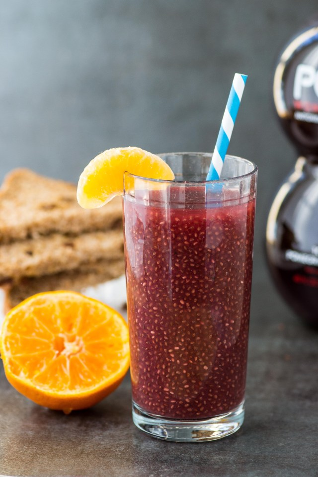 Pomegranate Ginger Chia Juice – A healthy breakfast or post-workout beverage chockfull of antioxidants. Slightly sweet and tart with a zing of ginger. Vegan, gluten-free, dairy-free. (#AD)   QueenofMyKitchen.com #juiceforhealth #juices #pomegranate #pomegranatejuice #pomegranatebenefits #breakfast #chia #chiaseeds #healthybreakfast #healthybreakfastrecipes #healthybreakfastideas