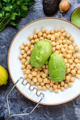 Smashed Chickpea Avocado Salad – A mayonnaise-free plant-based lunch option. Cool, creamy, delicious and ultra-healthy! Also makes a great appetizer. | QueenofMyKitchen.com | #salad #chickpeas #chickpeasalad #avocado #avocadosalad #healthylunch