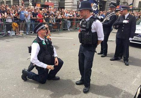 Heiraten Im Sperrbezirk Polizei Lotst Hochzeitsgesellschaften Zum