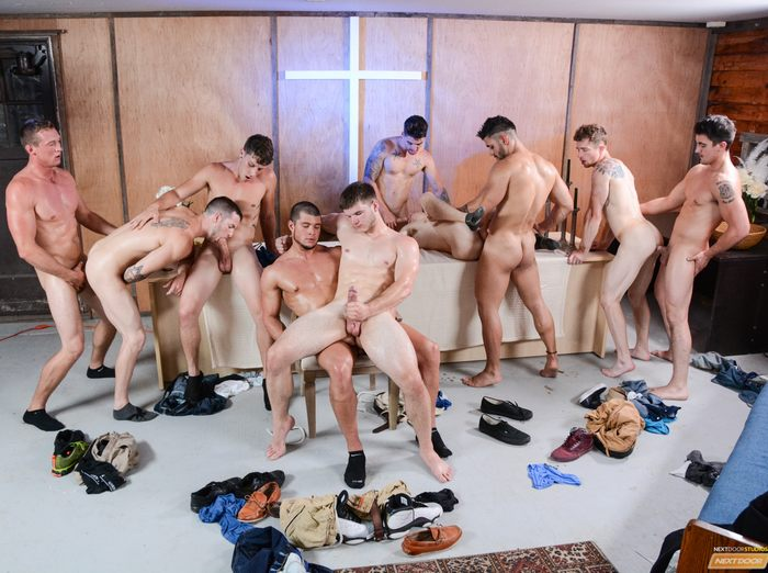 10 Hunky Porn Studs Fuck Each Other In The Reunion Orgy-6484