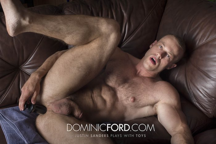 justin-sanders-muscle-hunk-sex-toy-gay-porn-star-dildo-dominic-ford