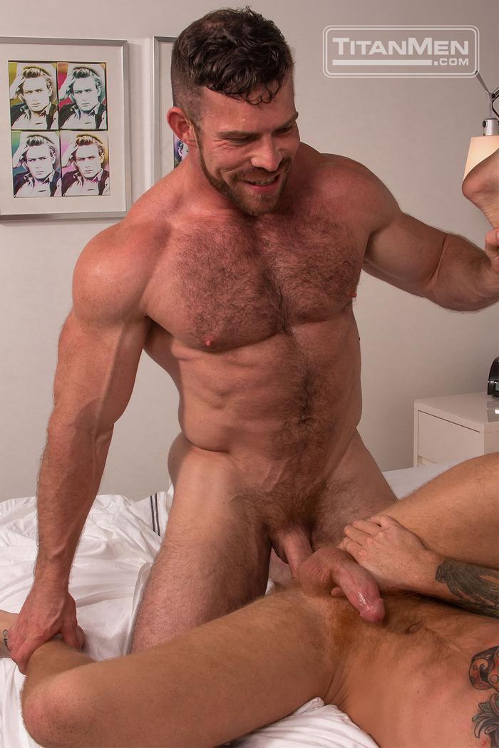 gay muscular elle knox escort