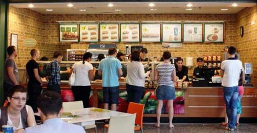 La mitad de los restaurantes en Santiago son de comida rápida