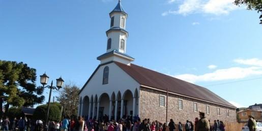 Iglesia Dalcahue reabre sus puertas
