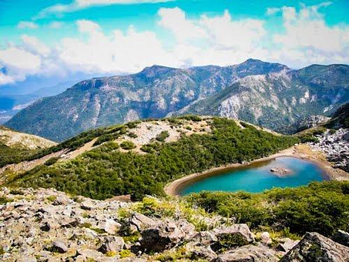 Laguna del Huemul: Un 'ojo de agua' andino en el corazón del valle de Shangri-la
