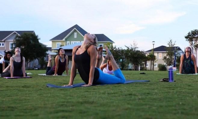 Yoga al Aire Libre en Lake Nona