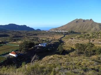 En arrière plan le village de Santiago del Teide