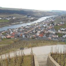 Vue de la chapelle Saint-Donat à Koeppchen sur le fleuve et Wormeldange