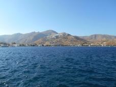 Arrivée sur Sérifos - vue sur Livaldi et Chora