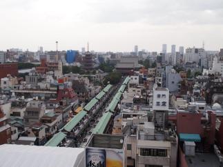 Vue de l'office de tourisme sur le temple Senso-ji