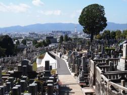 Vue du cimetière sous le temple de Kiyomizu-dera (Kyoto)