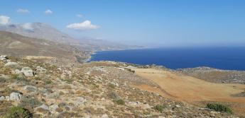 Vue du monument aux morts de Preveli (Crète)