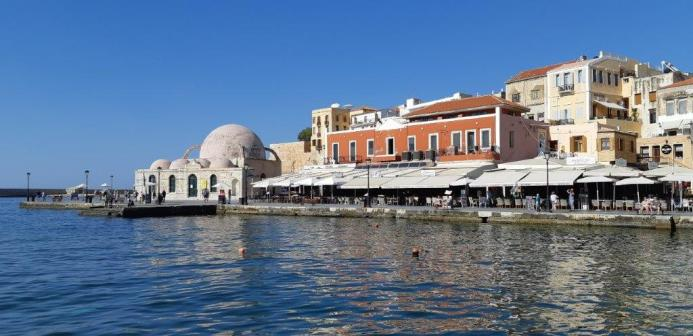 Vue sur le port et la mosquée de Kioutsouk Hasan - Chania (Crète)