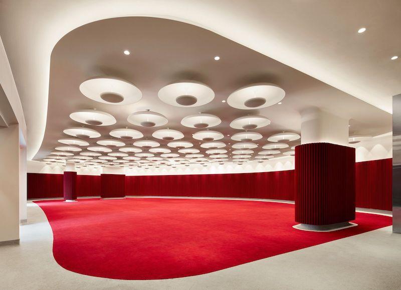 Un salón de eventos dentro del twa hotel