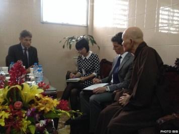 Đức Tăng Thống trình bày hoàn cảnh GHPGVNTN với Thứ trưởng Ngoại giao Tom Malinowski
