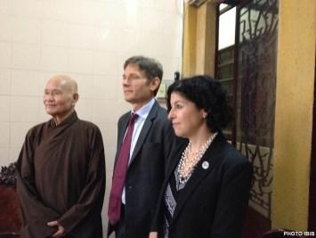 Đức Tăng Thống, Thứ trưởng Ngoại giao Hoa Kỳ Malinowski và Bà Tổng Lãnh sự Hoa Kỳ, Rena Bitter