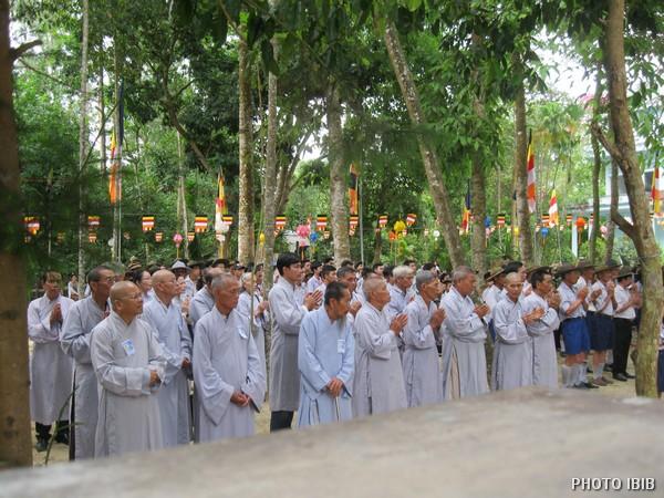 Phật tử chí thành tham gia Đại lễ Phật Đản