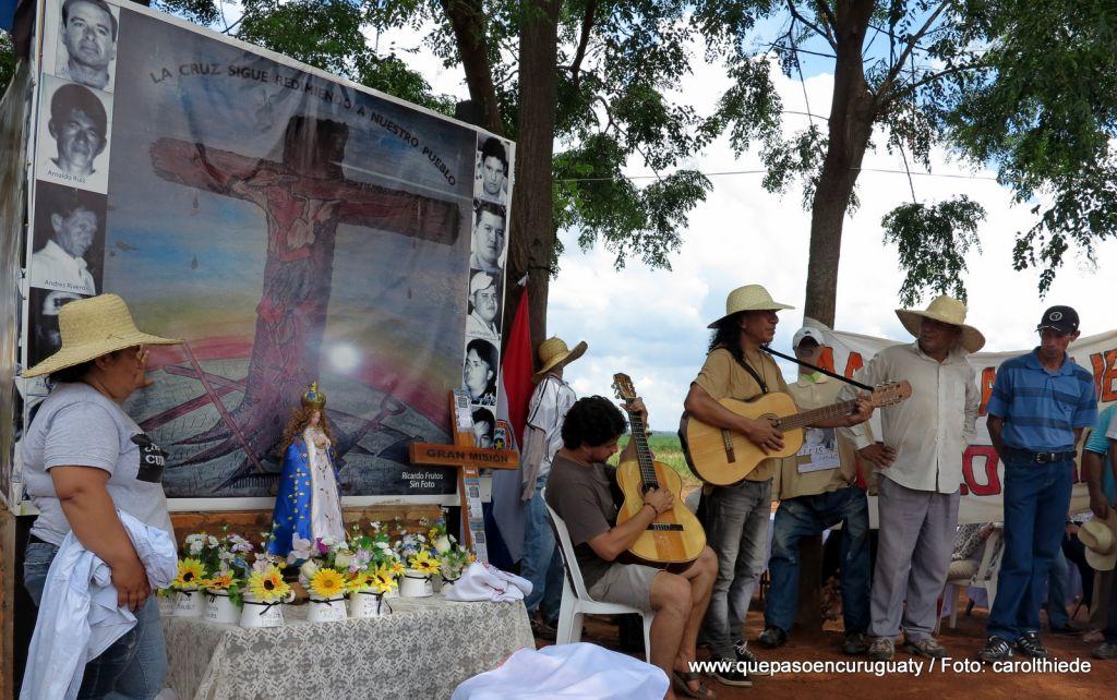 Vía crucis popular, conmemorando 1 año y medio de la masacre. 15 de diciembre de 2013, Marina kue, Curuguaty.