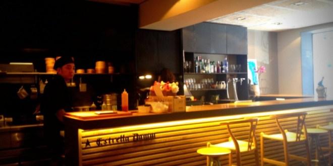 """Kao Dim Sum, es la versión """"tapera"""" del Restaurante Shangai, que está justo al lado, en la calle Obispo Sivilla, por el barrio de Mandri de Barcelona."""