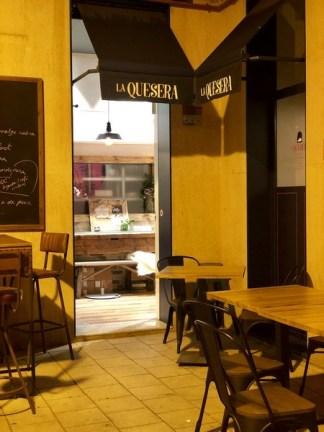 Restaurante La Quesera Barcelona fondues raclettes que se cuece en Bcn (41)