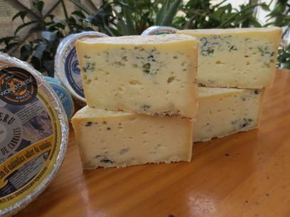 Quesos azules de la Quesería artesanal El Cabriteru en Arenas de Cabrales